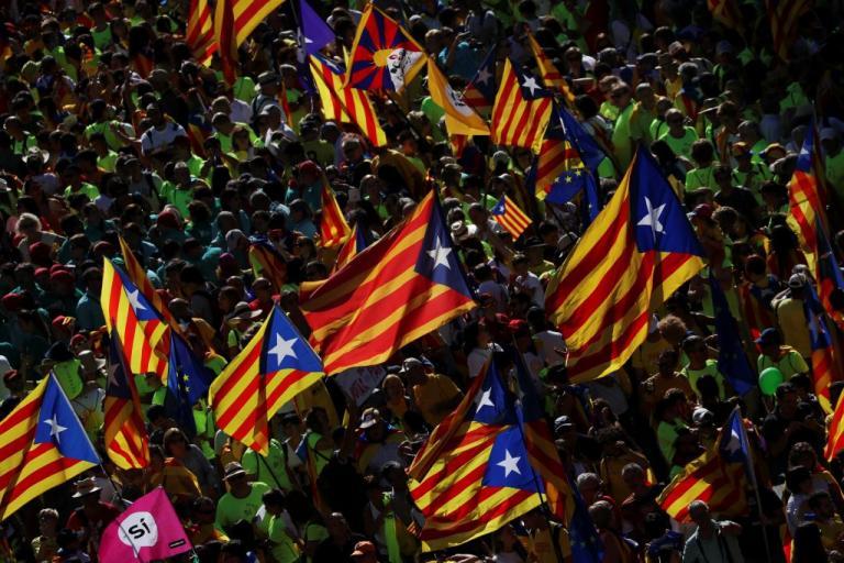 Αγριεύουν τα πράγματα στην Καταλονία – Η Μαδρίτη απειλεί τους δημάρχους που στηρίζουν το δημοψήφισμα | Newsit.gr