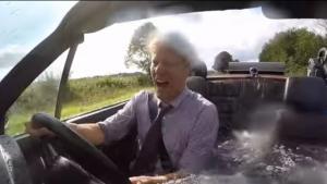 Απίστευτο! Έκανε την BMW του κινητό κήπο με τζακούζι και BBQ! [vids]