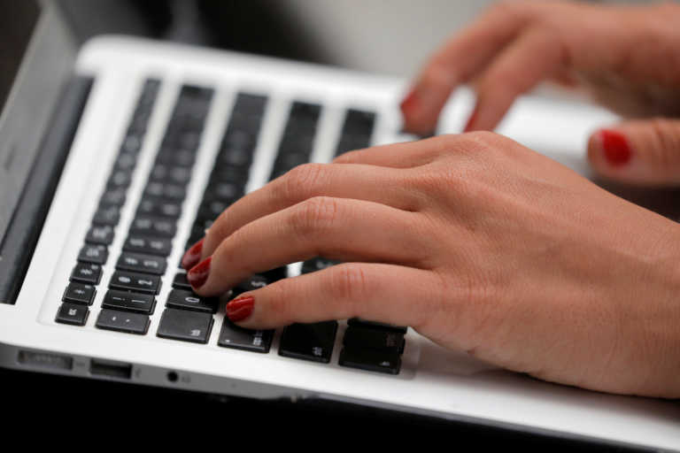 PwC: Ψηφιακές λύσεις και εγχώρια παραγωγή, «ασπίδα» των ελληνικών επιχειρήσεων στον κορονοϊό