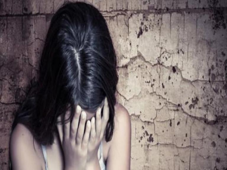 Φρίκη! Πατριός νάρκωνε και βίαζε 10χρονη | Newsit.gr