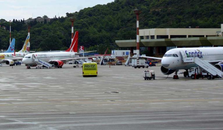 Έκλεισε το αεροδρόμιο της Ρόδου! Ρωγμή στον διάδρομο προσγείωσης! | Newsit.gr