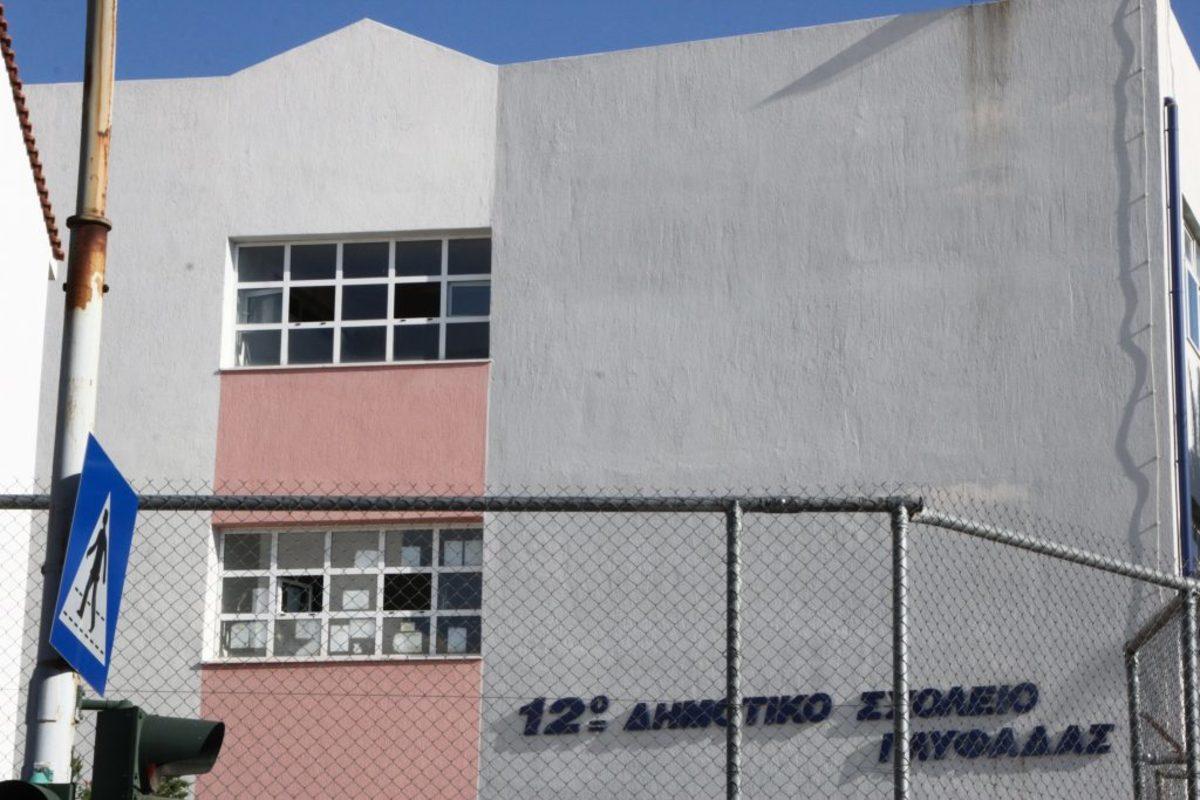 dimotiko glifadas 1 1 - Δημοτικό σχολείο Γλυφάδας: Τον κλείδωσαν μέσα και πήδηξε από το παράθυρο – Τι δηλώνει ο σοκαρισμένος πατέρας του 7χρονου [pics] - σχολείο, πτώση, παράθυρο, Γλυφάδα