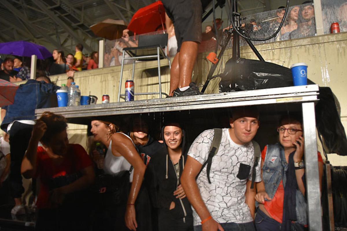 Λάρισα: Απίθανες εικόνες στη συναυλία του Ρέμου – Η οριστική διακοπή μπροστά σε 12.000 [pics] | Newsit.gr