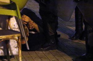Σε σοβαρή κατάσταση 16χρονος που επιχείρησε να δραπετεύσει από περιπολικό – Καταγγελίες για αστυνομική βία