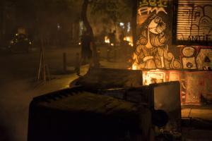 Εξάρχεια: «Πάρτι» με μολότοφ και πετροπόλεμο ως τα ξημερώματα