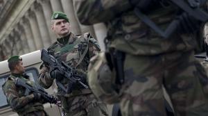 Παρίσι: Επίθεση με μαχαίρι εναντίον στρατιώτη