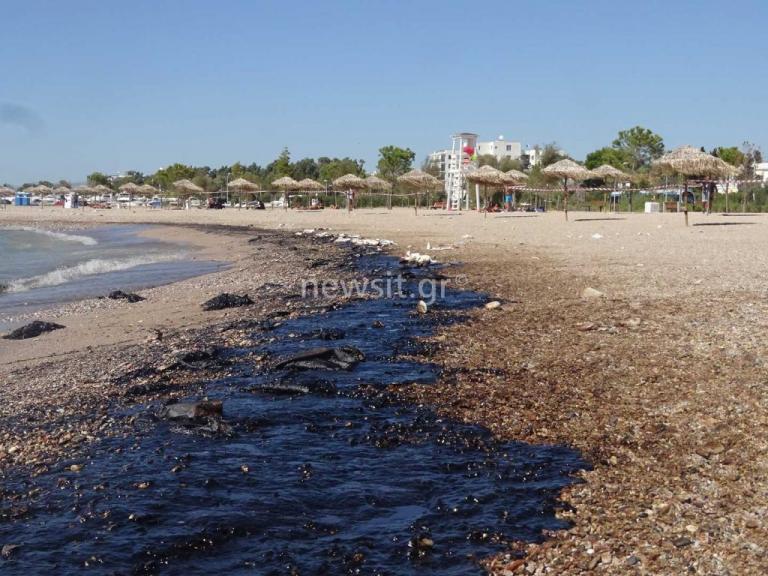 Πετρελαιοκηλίδα: Μαύρισε ο τόπος σε Γλυφάδα, Ελληνικό, Αγιο Κοσμά, Πειραιά | Newsit.gr