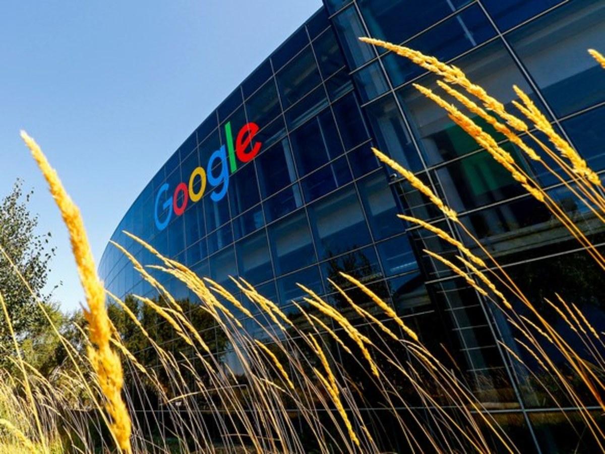 Η Google εξαγόρασε τμήμα της HTC   Newsit.gr