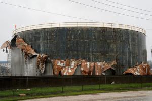 ΗΠΑ: Ο Χάρβεϊ έβγαλε… νοκ άουτ το 13,5% της παραγωγής πετρελαίου