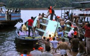 Τουλάχιστον 20 νεκροί σε ναυάγιο