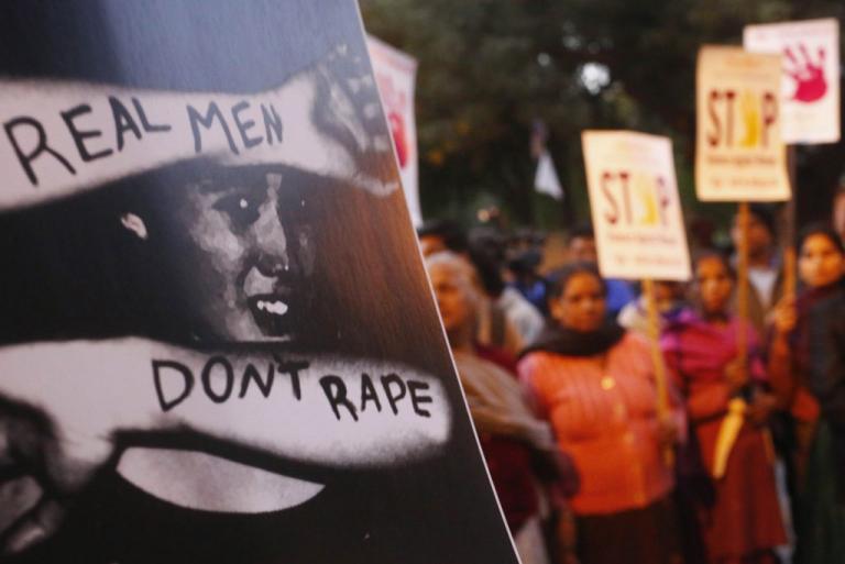 Φρίκη στην Ινδία: Πλήρωναν έως 15.500$ για να βιάζουν ανήλικα! | Newsit.gr