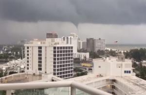 Κυκλώνας Ίρμα: Σκηνές «αποκάλυψης» στο Μαϊάμι – «Σαρώνει» πόλη με χιλιάδες Έλληνες