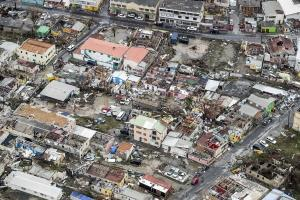 Κυκλώνας Ίρμα: Σαρώνει ζωές! Πλήρης καταστροφή σε νησιά της Καραϊβικής – Εικόνες που κόβουν την ανάσα [pics, vids]