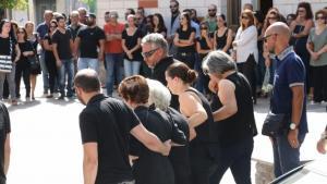 Σπαραγμός στην κηδεία της μητέρας που κατέρρευσε στο σχολείο