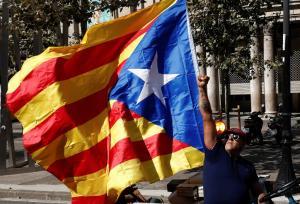 Μεταφέρονται στις φυλακές της Καταλονίας έξι Καταλανοί αυτοτομιστές