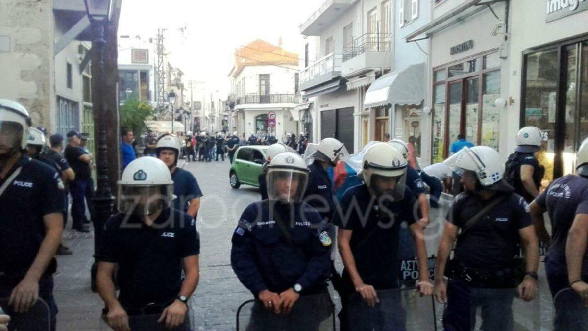 katasxesi_3 Ρέθυμνο: Χάος σε κατάσχεση καταστήματος – Σοβαρά επεισόδια και συλλήψεις [βίντεο]