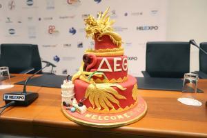 Θεσσαλονίκη: Η κόκκινη τούρτα με τον δράκο για τη συμμετοχή της Κίνας στη ΔΕΘ [pics]