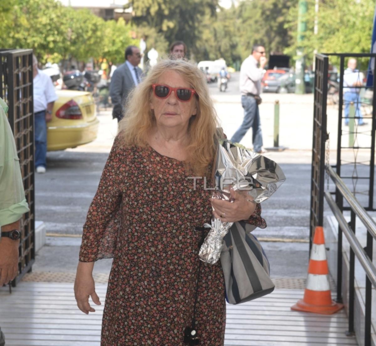 Το τελευταίο χειροκρότημα στην Σοφία Ολυμπίου – Θλίψη στην κηδεία της | Newsit.gr
