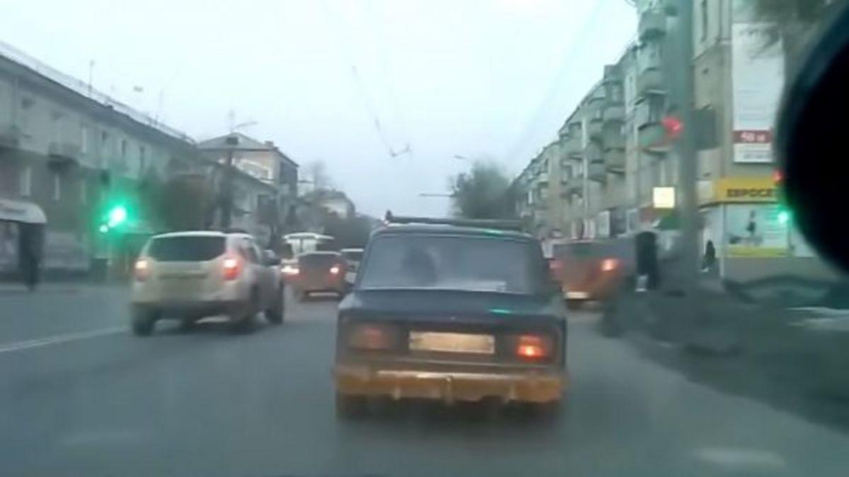 Αναρωτιέστε γιατί χρειάζονται τα αμορτισέρ στα αυτοκίνητα; Ε, δείτε αυτό το video!   Newsit.gr