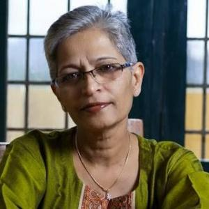 Καρτέρι θανάτου – Δημοσιογράφος εκτελέστηκε έξω από το σπίτι της
