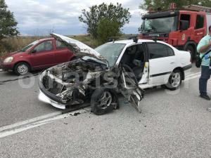 Σοβαρό τροχαίο με έναν τραυματία έξω από τη Λάρισα [pics]