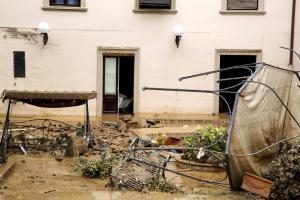 Τραγωδία στο Λιβόρνο: Ξεκληρίστηκε ολόκληρη οικογένεια! – Στους 7 οι νεκροί από την κακοκαιρία [pics, vid]