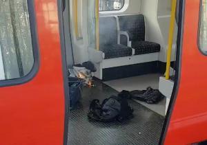 Τρόμος στο Λονδίνο: Ωρολογιακή βόμβα προκάλεσε την έκρηξη στο τρένο – 10χρονος ανάμεσα στους τραυματίες