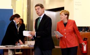Γερμανικές εκλογές: Ο τζέντλεμαν σύζυγος της Μέρκελ! [pics]