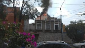 Σεισμός στο Μεξικό: Εγκλωβισμένοι πολίτες σε κτίρια που φλέγονται!