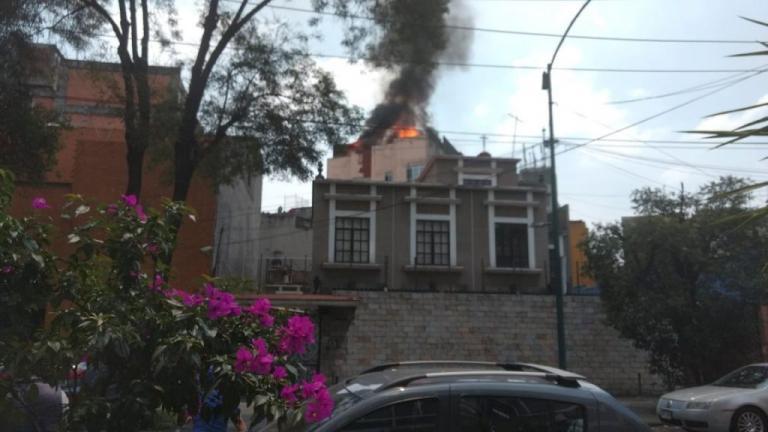 Σεισμός στο Μεξικό: Εγκλωβισμένοι πολίτες σε κτίρια που φλέγονται! | Newsit.gr