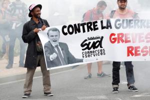 Οι Γάλλοι αντιδρούν στην (αντ)εργατική μεταρρύθμιση Μακρόν – Δημοσκόπηση κόλαφος