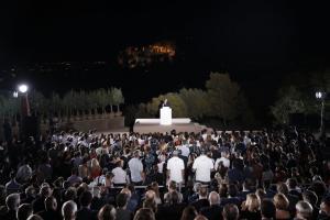 """Μακρόν στην Πνύκα: Αποθέωσε την Ελλάδα,""""έκλεισε"""" με Σεφέρη και καταχειροκροτήθηκε [pics]"""