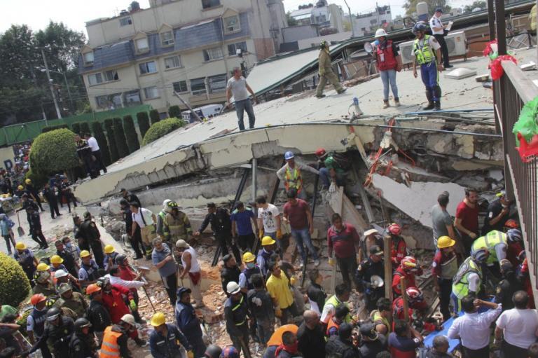 Μεξικό – σεισμός: Αγώνας για να σωθεί ένα κοριτσάκι – Πάνω από 230 οι νεκροί | Newsit.gr