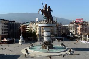 """ΠΓΔΜ: Από """"Μέγας Αλέξανδρος""""… """"Μητέρα Τερέζα"""" το αεροδρόμιο των Σκοπίων"""
