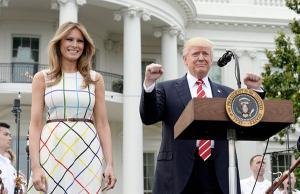 Βρε Ντόναλντ! Η «γκάφα» του Τραμπ με το… ελληνικό φόρεμα της Μελάνια [pics]