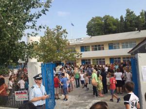 Μενίδι: Ο πιο «βουβός» αγιασμός στο σχολείο του μικρού Μάριου