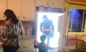 Ανοίγεις το ψυγείο και αντί να βρεις φαγητό πας σε άλλο… κόσμο