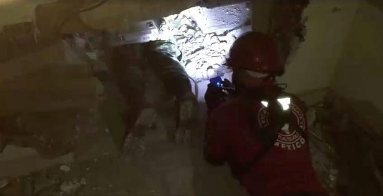Σεισμός στο Μεξικό: Ψάχνουν επιζώντες στα συντρίμμια! Αγωνία για τους αγνοούμενους μαθητές   Newsit.gr