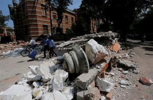 Σεισμός στο Μεξικό: Συγκλονιστικές εικόνες – Γλιτώνουν τελευταία στιγμή [vid]