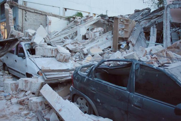 Σεισμός στο Μεξικό: Ανείπωτη τραγωδία και απόλυτο χάος – Κατέρρευσε σχολείο, εργοστάσιο και σούπερ μάρκετ | Newsit.gr