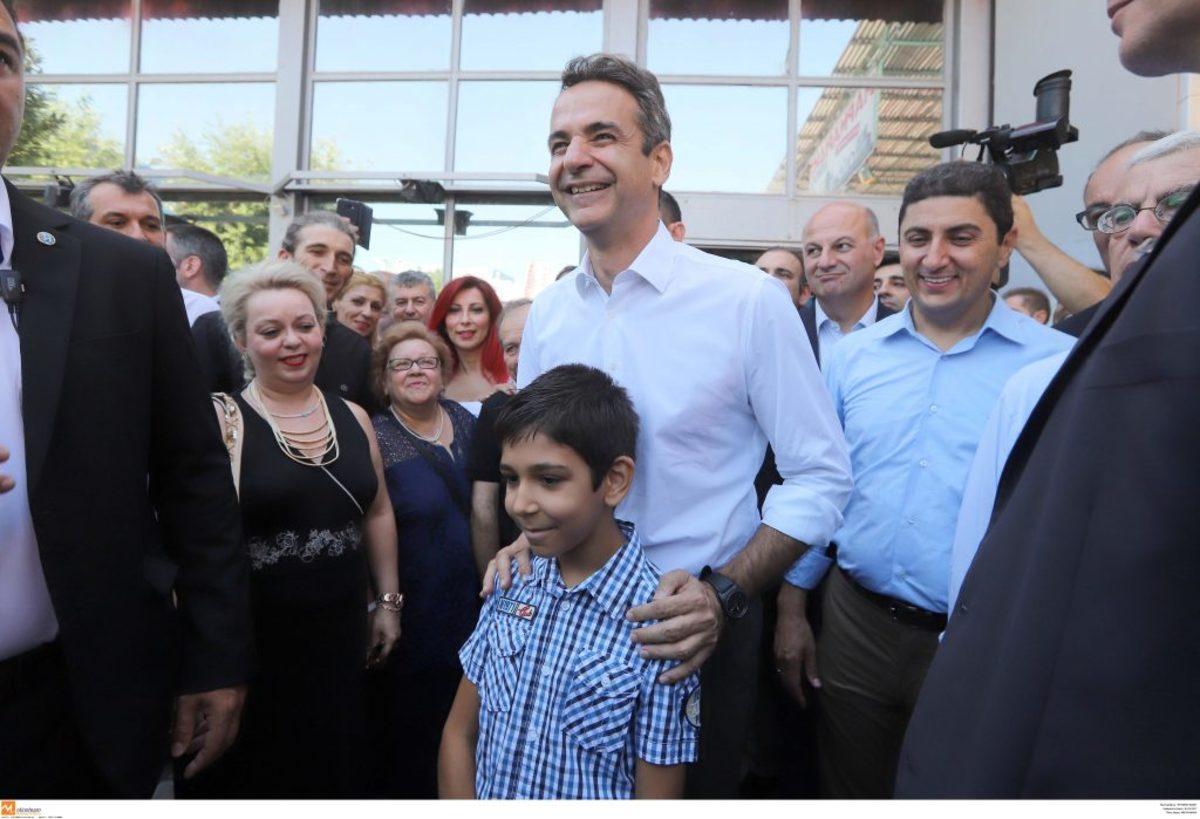 mitsotakis_paidi Μητσοτάκη στη ΔΕΘ: Η βόλτα στα περίπτερα, η νίκη επί του Άδωνι και η ευχή του για τον ΠΑΟΚ [εικόνες & βίντεο]