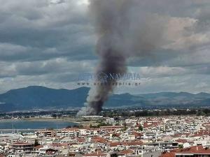 Μεγάλη φωτιά στο Ναύπλιο δίπλα σε καταυλισμό Ρομά [pics,vid]