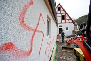 Ιταλία: Φασίστες τραμπούκισαν οικογένεια μεταναστών – Πέντε συλλήψεις