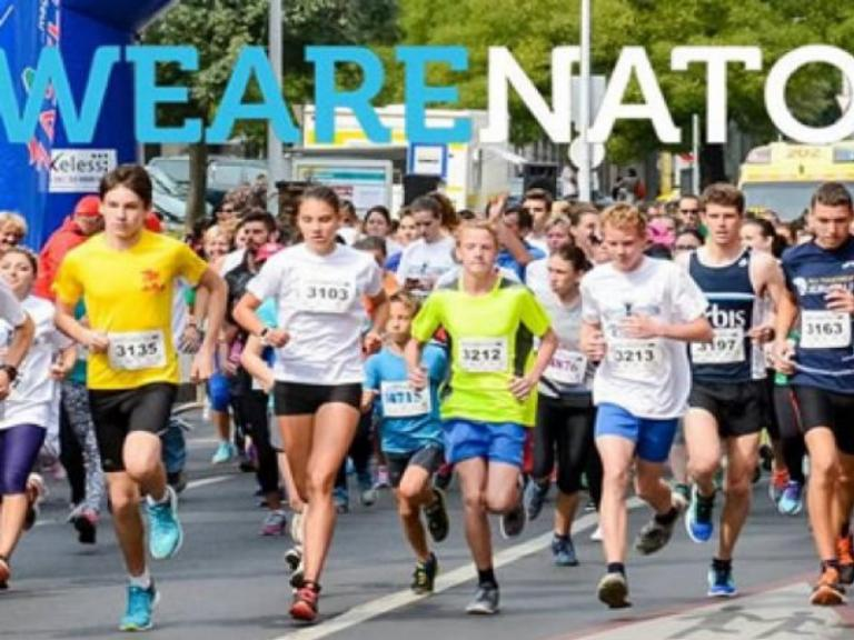 NATO Run 2017: Διακεκριμένοι αθλητές των ΕΔ και ΣΑ στον αγώνα δρόμου στην Ουγγαρία | Newsit.gr
