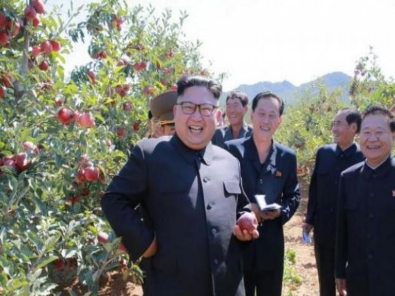 Κιμ, να… ένα μήλο! [pics] | Newsit.gr