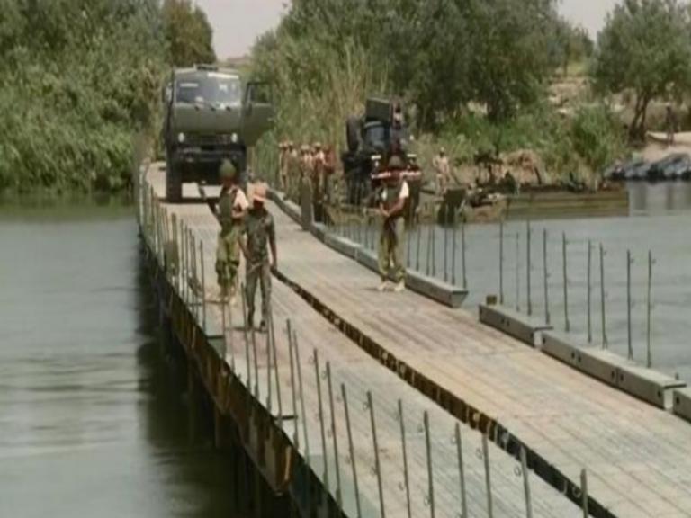 Οι Ρώσοι περνούν τον Ευφράτη στην Συρία για κυνήγι τζιχαντιστών [vid] | Newsit.gr