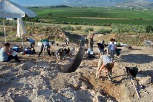 Ορχομενός: Βρέθηκε μυκηναϊκός τάφος με έναν νεκρό πολεμιστή [pics]