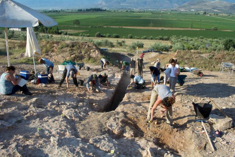 Ορχομενός: Βρέθηκε μυκηναϊκός τάφος με έναν νεκρό πολεμιστή [pics] | Newsit.gr
