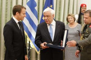Μακρόν: Τι συμβολίζει το παράσημο που του απένειμε ο Παυλόπουλος