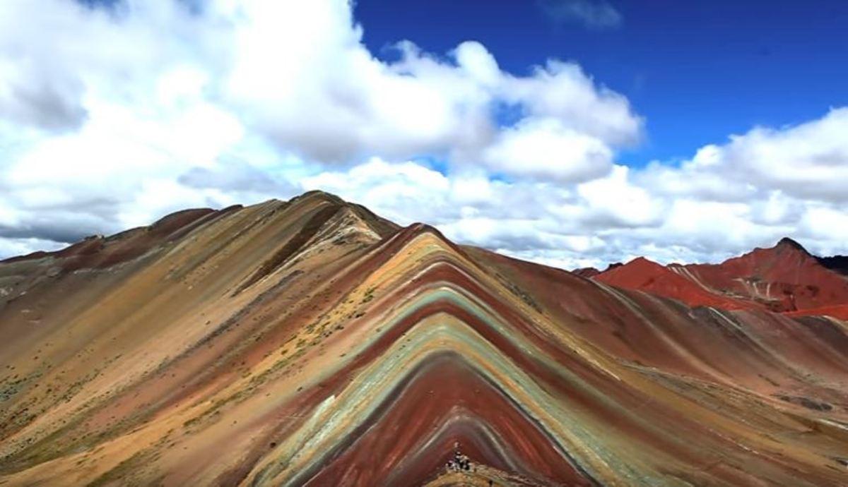 Τα πολύχρωμα βουνά του Περού | Newsit.gr